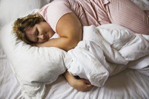 Persona 100 KG durmiendo Descanso Colchón Mayor